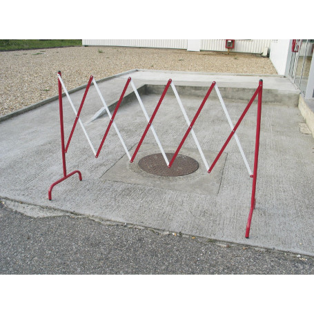 Barrière extensible en métal